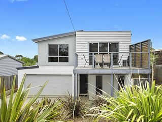 Shell House - Immaculate 4 bedroom holiday home in Ocean Grove