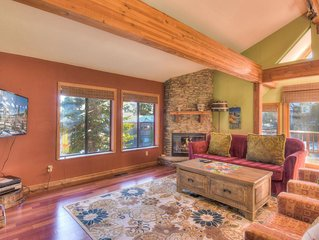 Unforgettable Pet friendly Tahoe Vista Getaway, Flat Screen TV, Modern Kitchen,