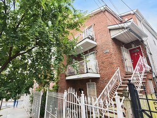 Stylish Jersey City Home w Full Kitchen & Living Room, 6mins to train to NYC