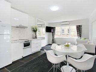 EXTRA Large fully furnished studio Apt 9/35 Darling St,South Yarra