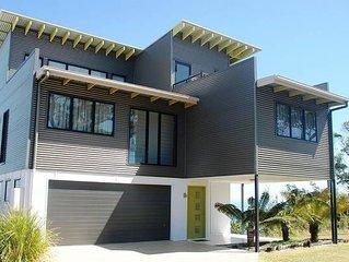 MORETON OUTLOOK - Luxury Architect Designed