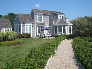 Spectacular Maushop Beachfront Cottage
