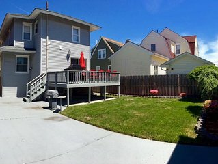 � 5 Bdrm Vacation House, Walk to the Beach and Boardwalk, backyard and parking