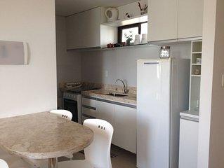 Apartamento a Beira Mar com Wifi, Garagem coberta e Porteiro 24 hrs.