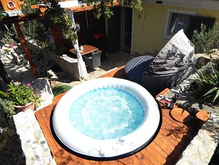 14%off/ APRIL & MAY / LOVELY spacious COUPLE FLAT few steps from SEA