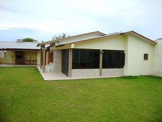 Casa Sozinha No Patio Com Quatro Dormitórios Em Capão Da Canoa