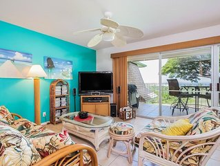 Colorful condo, private lanai, BBQ, WiFi, Full Kitchen- Beach equipment provided