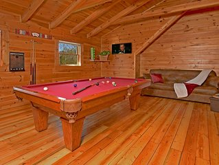 Great Rates**NEWLY Remodeled**Fire Pit, 4 MI TO DOLLYWOOD ***Hot tub**Free WIFI