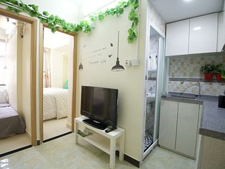 Cozy 2Bdr Apt 1-5 ppl beside MTR Exit