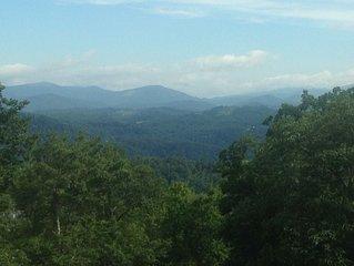 5BR/3.5BA NC Blue Ridge Mountain Luxury Cabin - Long Views & ADA Friendly
