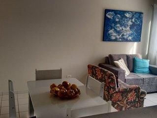 Quarto/Sala Mobiliado, WI-FI, 440m  praia Ponta Verde. DESCONTOS PROGRESSIVOS!!