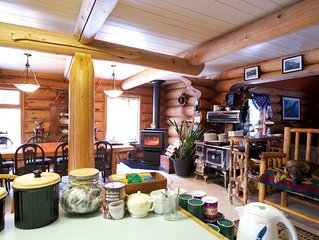 A lovely rural log home with mountain views and great homemade muffins - Serenit