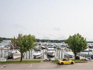 Condo w/ Marina Views, Pool access & close to Restaurants!