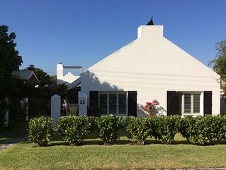 Stylish beach house cottage in perfect location with private pool ( 2- 6 people)