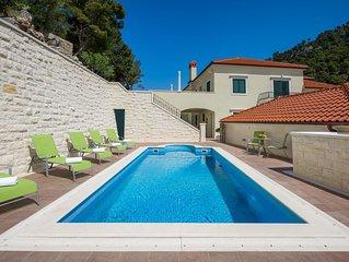 Villa Kogo Apartment 7 with a swimming pool, city center Hvar