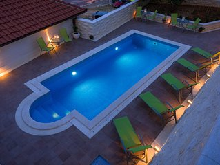 Villa Kogo Apartment 3 with a swimming pool, city center Hvar