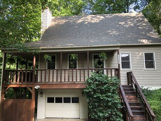Charming Cottage on Wooded Lot Close to Downtown