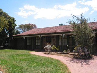 Jessica's Place - Spacious accommodation located in the heart of McLaren Vale