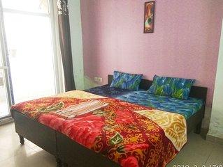 Kadambari Private Bedroom Nearby Amity Noida