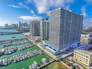 2045 - Stunning bright condo with bay views