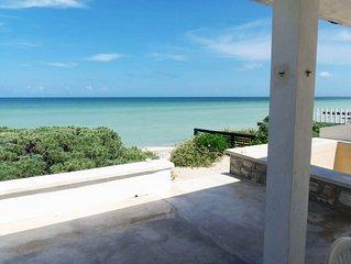 White Sand Beachfront House in Chuburna