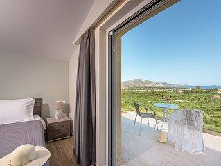 Villa Hill, 2 bedroom villa with breathtakig view and private pool!