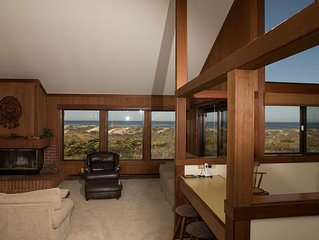 Monterey Dunes Beachfront getaway and play in the sand! Book now without waiting