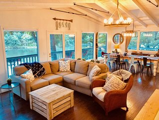 'Calm Water Cove' A Fun Family Lake Front Retreat