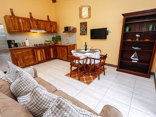 Fully Equipped Luxury Apt. - Walking distance to Quepos, Marina Pez Vela