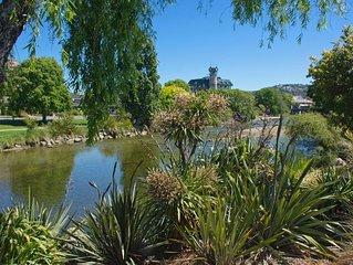 Riverside Villa - Nelson City Centre on the River!