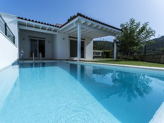 Villa Mira - Great space for large families with kids.