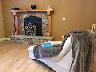 Spacious 2 Bedroom Suite 10 Minute Drive to beautiful Shuswap Lake