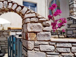 Paros Family House next to the beach of Aliki - spacious one bedroom appartment