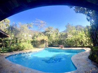 Linda casa com piscina, 100 metros da praia no Prumirim