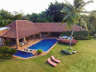 Stunning Oceanfront Villa, Full Staff including Cook, AC, Free Wifi, Pool, Ideal