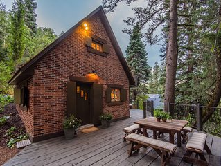 Wee Cottage- Unparalleled Charm, Tiny House, Enchanting Setting, Hot Tub