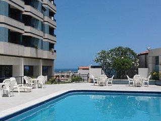 Apartamento na Barra - localizado a 200 metros do mar e do carnaval .