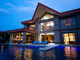 State of the Art Luxury 5 Star Villa Awesome Ocean Views, Professional Kitchen
