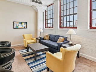 Spacious 2 bedroom in the Heart of downtown's Warehouse District