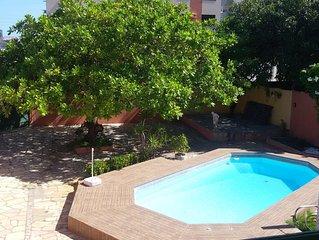 Melhor Localização para Orla de Atalaia, piscina, 5 suítes, 21 pessoas.