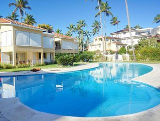 Los Corales. Close to Everything. Free WiFi, pool, parking. La Terraza C2