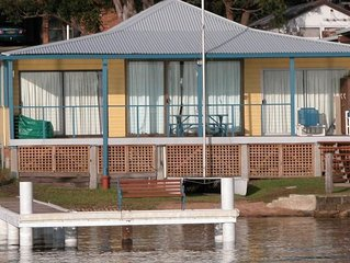 Absolute water front with private jetty!! Sunshine Cottage on Lake Macquarie