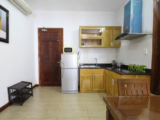 CHEAP 1 bedroom apt with balcony in heart of city