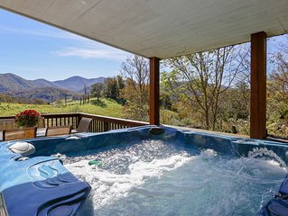 15 MINS TO DOWNTOWN ASHEVILLE-  SLEEPS 11-22, GORGEOUS VIEW, JACUZZI, FIREPLACE
