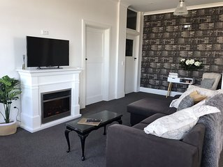 Quiet , Stylish 2 bedroom Apartment , situated in the heart of town.