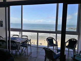 Apto.Guarujá, Frente Praia Pitangueiras, Pé na Areia, Bem Central!   !