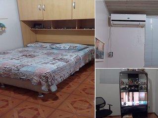 Quarto privativo para 2 com cama de casal, TV e Ar condicionado - Foz do Iguacu