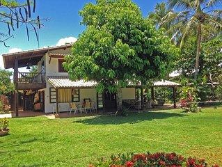 Casa Agradável na Praia do Forte, ventilada, varanda grande c gramado na frente