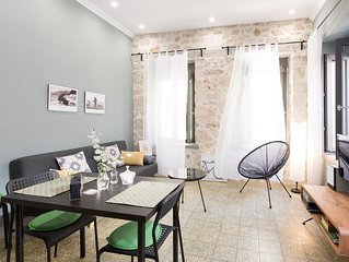 Charming comfortable accommodation with private patio a few steps from center
