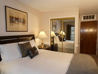Beautiful and Comfortable Copperbottom Inn Condo.  Close to Skiing and Main St-